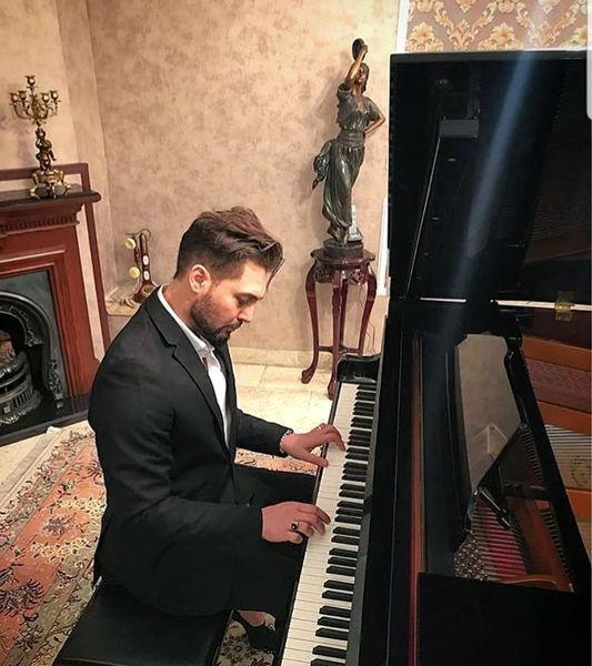 پیانو زدن بازیگر جوان مشهور + عکس