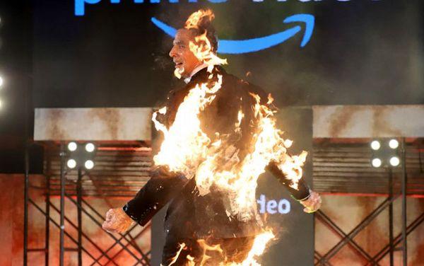 بازیگر مشهور بالیوود خود را آتش زد!