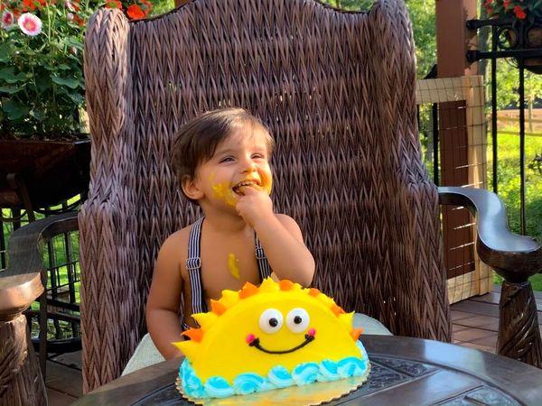 تولد پسر بانمک وحید طالب لو با کیک خاصش+عکس