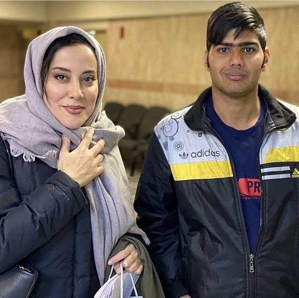 آشا محرابی در کنار یکی از هوادارانش + عکس