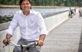 دوچرخه سواری هیجان انگیز در وسط رودخانه + تصاویر