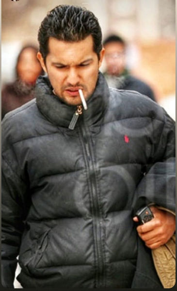سیگار کشیدن حامد بهداد در جمع + عکس