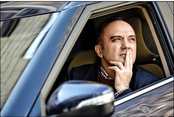 احسانکرمی در ماشین خارجی اش + عکس