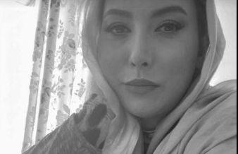 سلفی سیاه سفید فریبا نادری در خانه اش+ عکس
