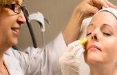 بررسی علل تیرگی دور چشم و درمان آن