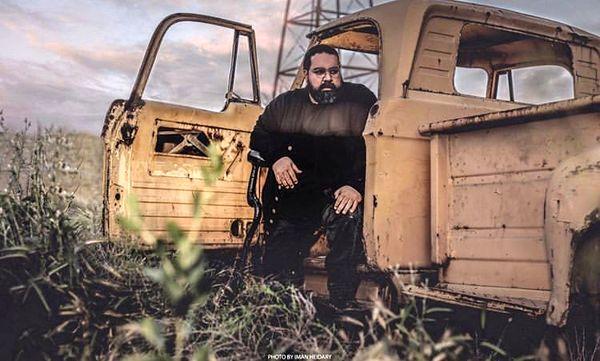 رضا صادقی با ماشین قدیمی + عکس