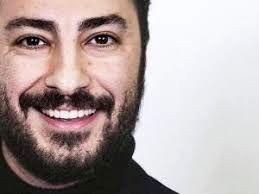 تیپ نوید محمدزاده در مراسم اختتامیه جشنواره آموزشگاه ۸ میلیمتری