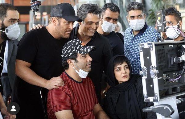منوچهر هادی و بازیگران گیسو اینبار در پشت دوربین + عکس