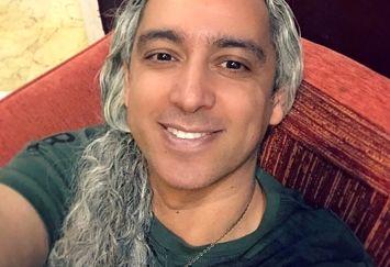 عکس مازیار فلاحی با موهای خاصش