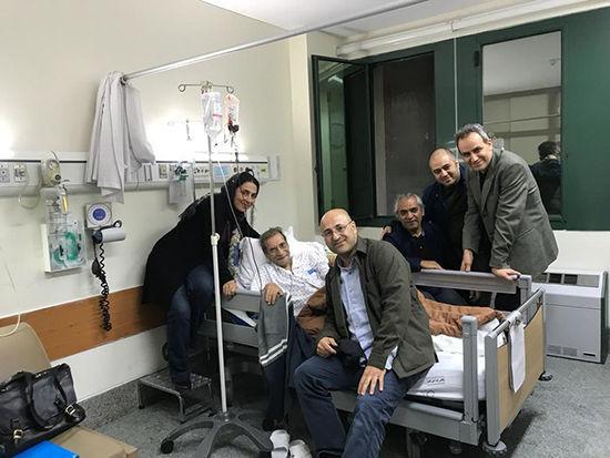 حسین محب اهری روی تخت بیمارستان