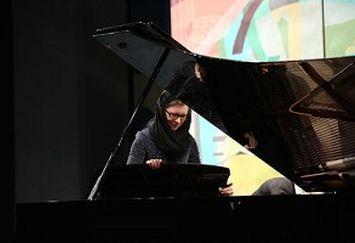 پوشش نامتعارف و حرکت جنجالی نوازنده زن در جشنواره موسیقی فجر + عکس