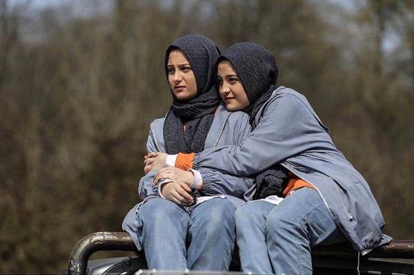 دوقلو های پایتخت در آغوش یکدیگر + عکس