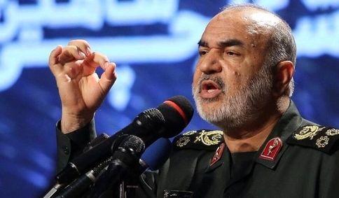 سرلشکر سلامی: با اقتدار در برابر دشمن ایستادهایم