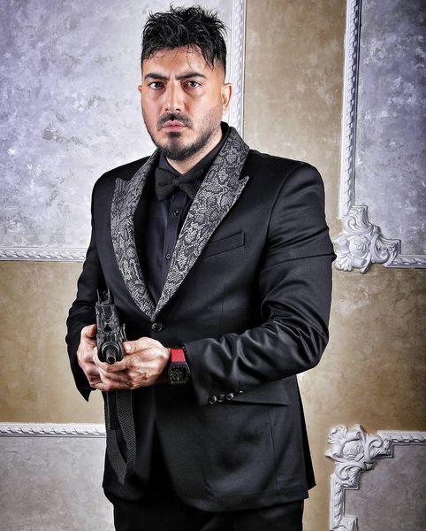 نیما شاهرخ شاهی اسلحه کشی کرد + عکس
