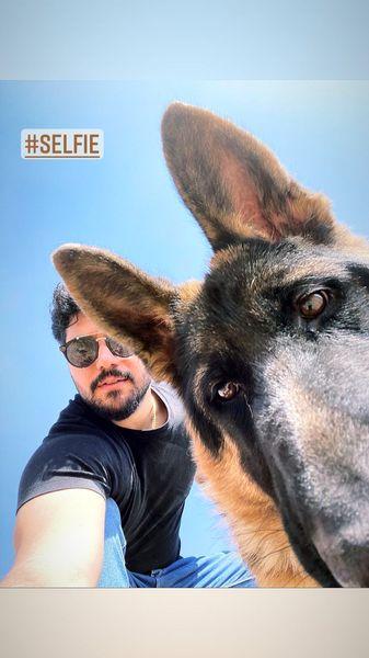 سلفی سینا مهراد با سگش + عکس