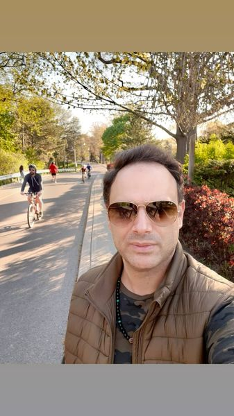 بازیگر مشهور ایرانی در خیابان های کانادا + عکس