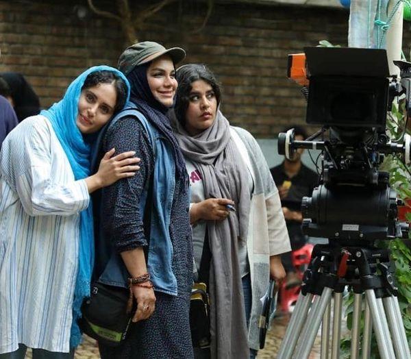 خانم کارگردان و فائزه در پشت صحنه بمب سینما ایران+عکس
