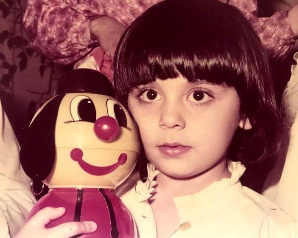کودکی های مارال فرجاد و عروسکش + عکس