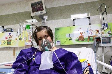بستری کودک بدحال کرونایی در بخش ICU بیمارستان کودکان مفید تهران