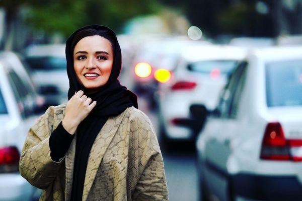 عکس خود واقعی گلاره عباسی در خیابان