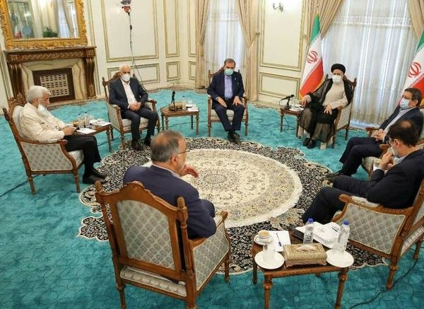 جلسه آیت الله رئیسی با ۶ کاندیدای انتخابات+ عکس