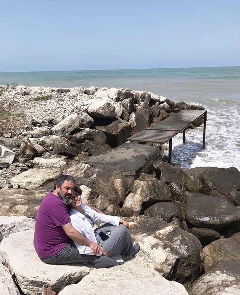 حسن معجونی و همسرش لب دریا + عکس