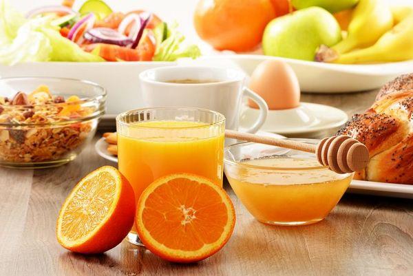 خوردن آب پرتقال در وعده صبحانه، خوب یا بد؟