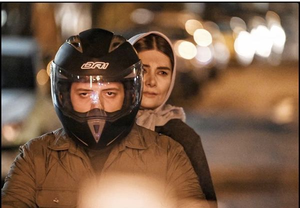 موتور سواری پدرام شریفی با مادرش + عکس