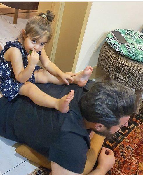 بازی های کودکانه محسنکیایی در خانه + عکس