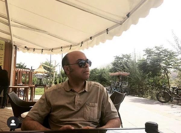 تفریحات کمدین معروف در کافه + عکس