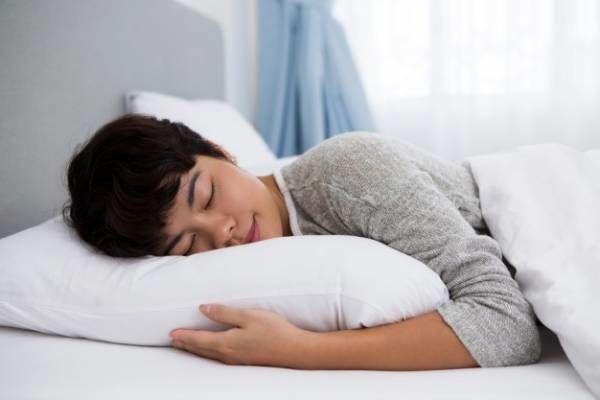 علت ریختن آب دهان در خواب نوعی بیماری است؟