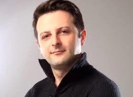 علی پهلوان در کنار عضو گروه دوستداشتنی آریان