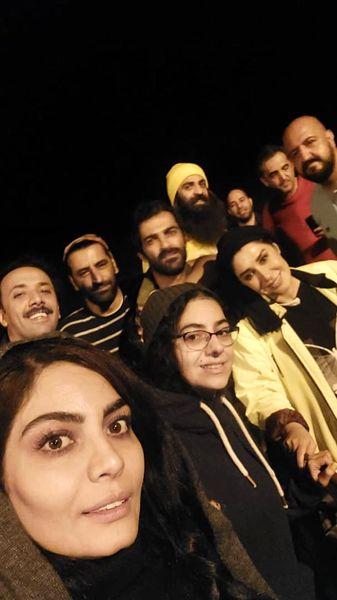 سلفی شبانه نسیم ادبی با دوستانش + عکس