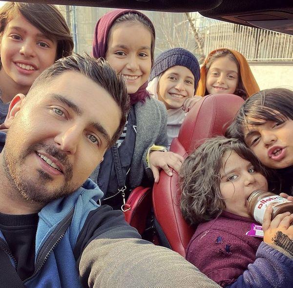 محمدرضا غفاری در جمع فرزندان ملکه + عکس