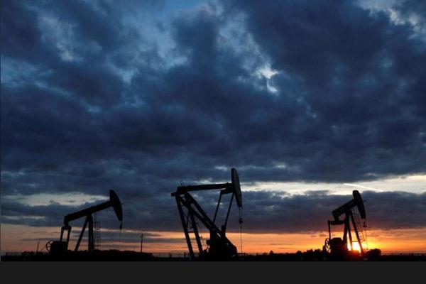 قیمت نفت با اعطای معافیت از تحریم ایران یک درصد سقوط کرد