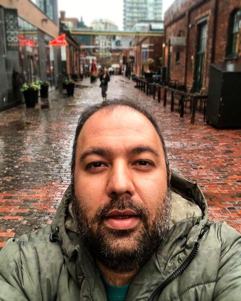 کلنجار رفتن علی اوجی با پیری در خیابان های کانادا+عکس