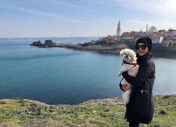 خاطره اسدی و سگش در خارج از کشور + عکس