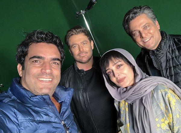 منوچهر هادی در کنار بازیگران عاشقانه ۲ + عکس