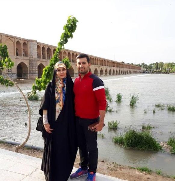 اصفهان گردی خانم مجری و همسرش + عکس