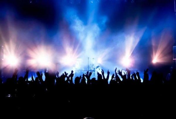سوتی در کنسرت خواننده معروف