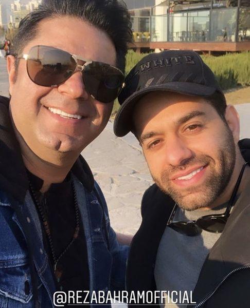 سلفی رضا بهرام با دوست خواننده اش + عکس