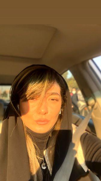 چهره نورانی مینا وحید در ماشینش + عکس