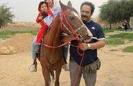 یار همیشه همراه کلاه قرمزی در کنار همسر و فرزندش+عکس