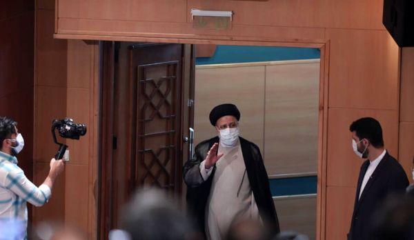 نشست خبری آیت الله رئیسی با خبرنگاران+عکس