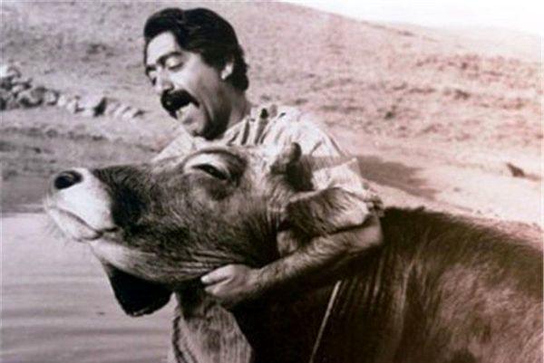 عزت الله انتظامی در فیلم گاو + عکس