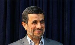 همه نشانها شایسته احمدینژاد است