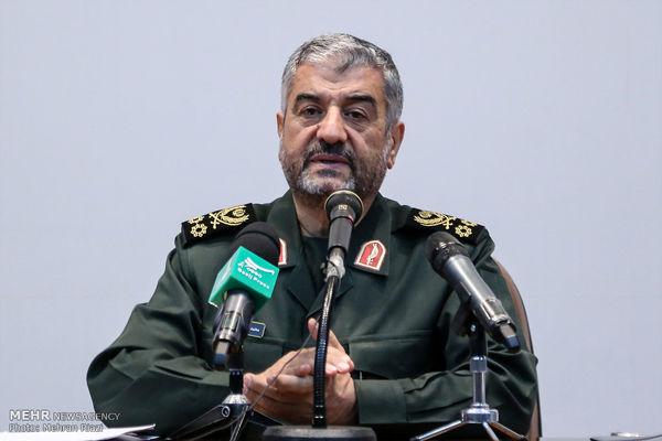 آمریکاییها به خواست صهیونیستها ایران را تحریم میکنند