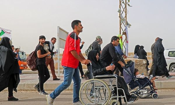 انتقال ۴۵ زائر بیمار از عراق به مرز مهران