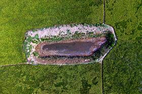آب بندانهای کوچک که در زبان محلی مازنی «بل» نامیده میشود در زمینهای کشت توسط کشاورزان در جهت تامین آب کشت احداث میشود که در اثر کاهش نزولات آسمانی و همچنین گرمای بیش از حد هوا کاملا خشک شده است و توان آب دهی به زمینهای شالیزاری را ندارد.