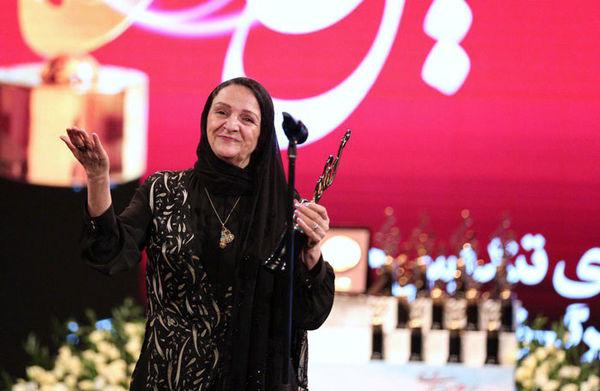 اظهارات جالب گلاب آدینه روی سن جشن حافظ؛ از مهدی هاشمی تشکر میکنم!